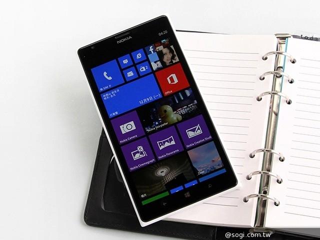 手机图片库 手机图片  1/24 诺基亚lumia 1520配备一块6英寸1080p