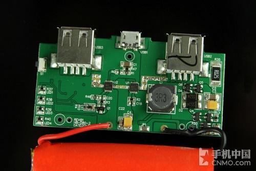 正文    电路板正面可见升压线圈,可提供5v电压输出,同时两个usb输出