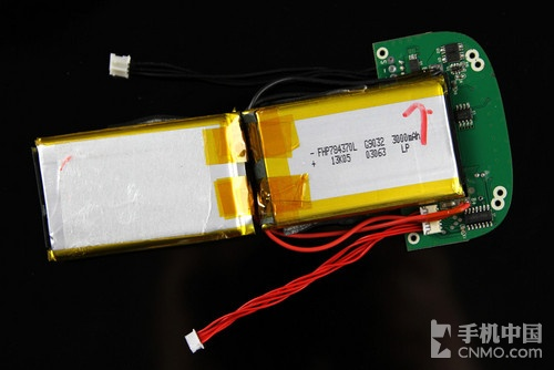 而四颗led灯组也在microusb接口电路板上.