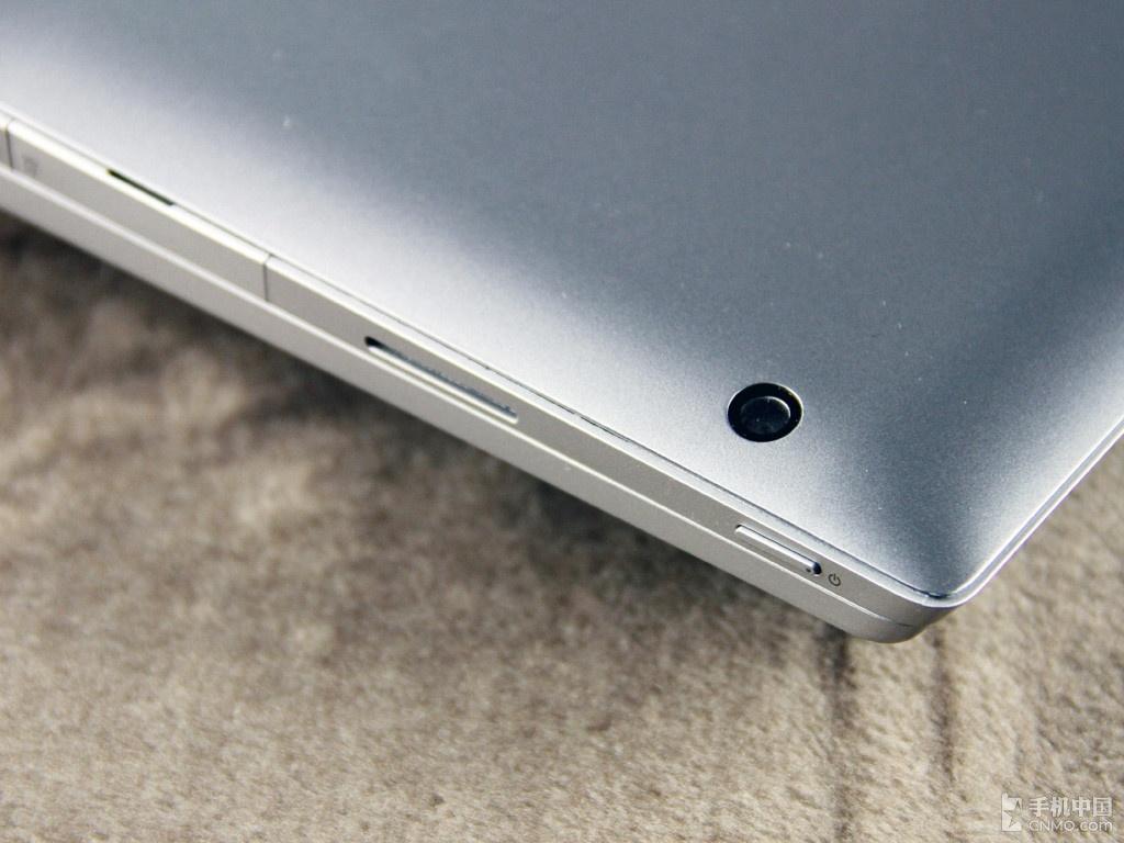 联想/联想Miix 2 10实体键盘和平板的连接十分巧妙,接口处是强力磁铁...