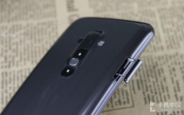 便捷的背部按键设计_LG G Flex第3张图