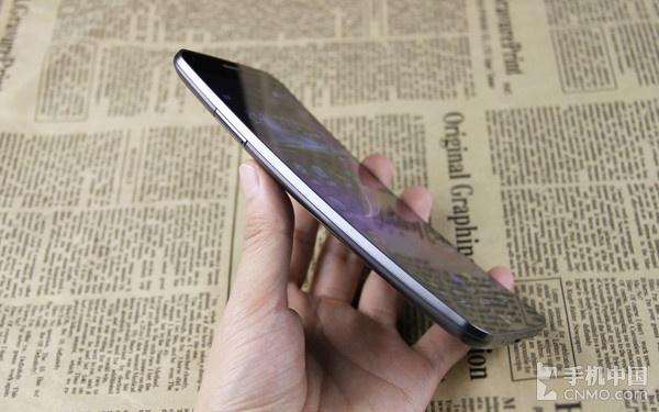 独特的曲面弧线设计_LG G Flex第1张图