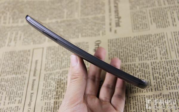 独特的曲面弧线设计_LG G Flex第3张图