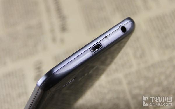 便捷的背部按键设计_LG G Flex第2张图