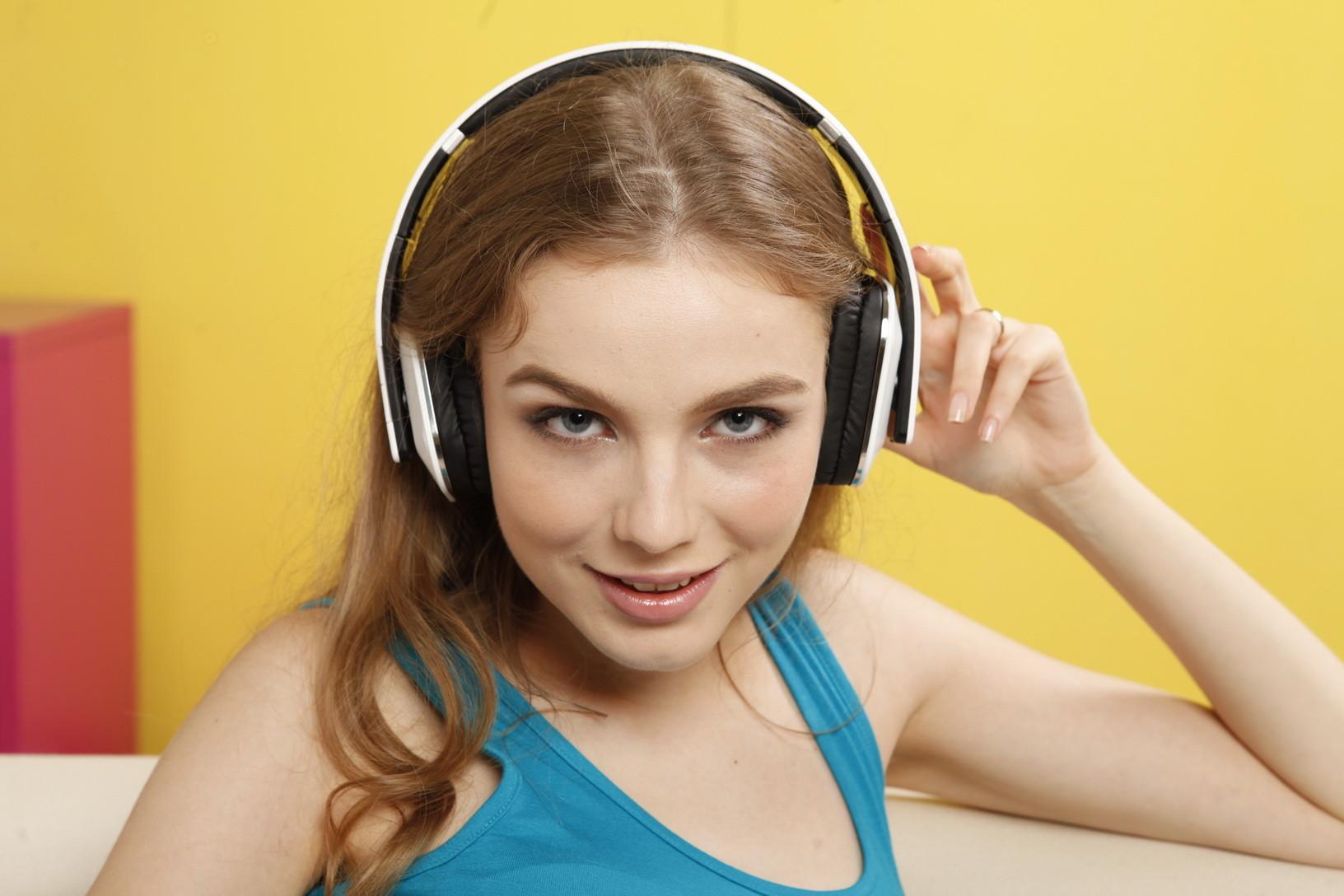 图金洋妞私房享受音乐