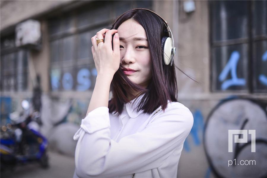 性感长发外国气质女 MOMENTUM时尚街拍