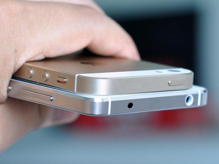金属边框对比小米4/苹果5s