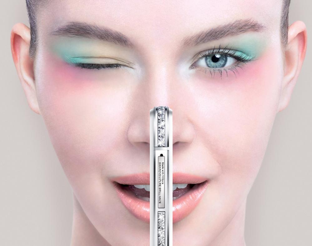 全新SUGAR马卡龙手机以风靡全球的点Macaron为创意理念,时尚抢眼的外观、四款最具人气的马卡龙颜色,加上SUGAR一贯坚持的珠宝级镶嵌工艺,都成为消费者期待马卡龙手机的理由。SUGAR马卡龙支持全新4G,机身厚度调整到7.65mm,更加纤薄,并且在手机尺寸上的优化,也更加适合单手操作。此外,SUGAR马卡龙采用Sony最新一代背照式感光元件,配置800万前置摄像头,以及与世界顶级图像软件处理巨头宏软合作,打造出可媲美摄影工作室般的实时及后期专业美化,旨在为女性消费者带来更多惊喜。  全新SUGAR