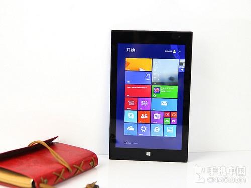 外形设计融入很多与lumia手机的元素