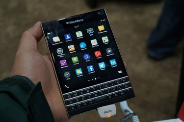 方形屏幕全键盘 黑莓Passport现场图赏