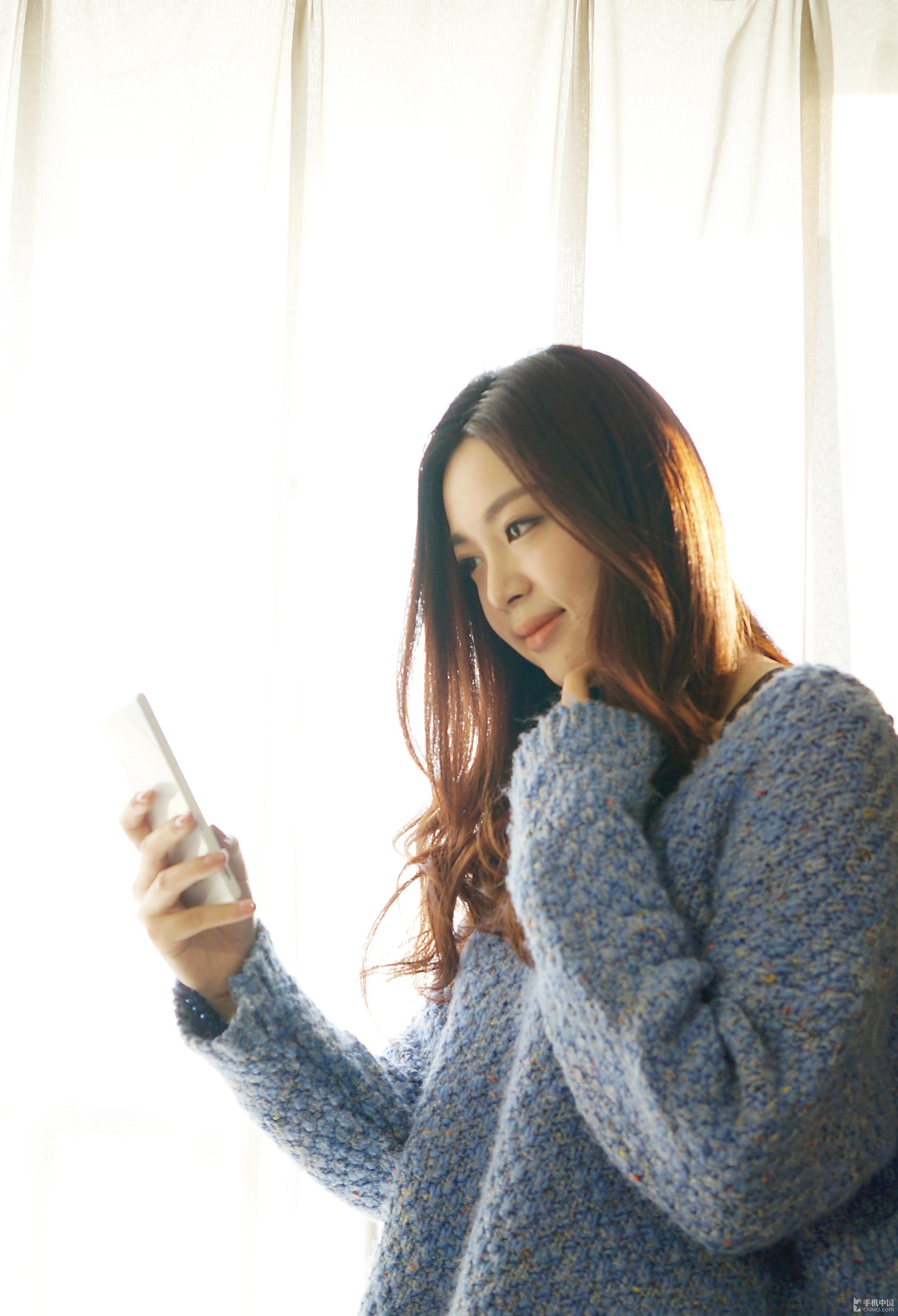 美女私房诱惑展示 中兴星星2号手机图赏
