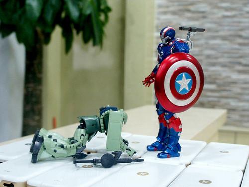 酷壳保卫战  钢铁侠与高达的激情碰撞