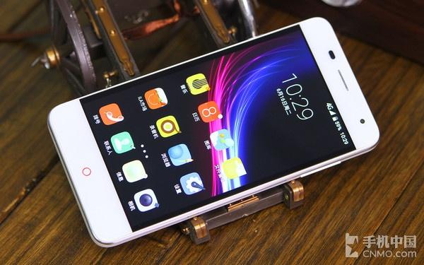 大容量电池OTG技术双卡4G 小辣椒9评测