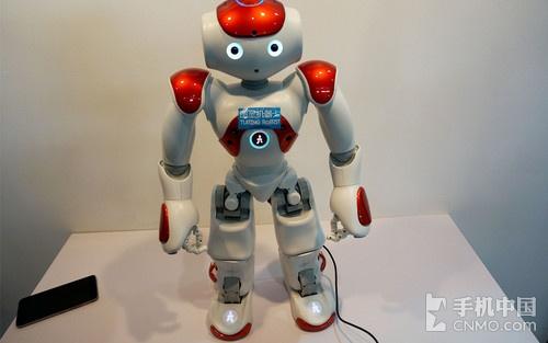 能说会跳还唱歌 图灵机器人现身通信展
