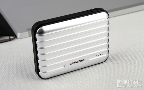 速度快电量足 MOMAX旅行箱充电宝评测