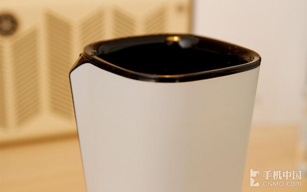 水杯的设计,并把led灯带换成了oled屏幕,拿起或者接水的时候便能够