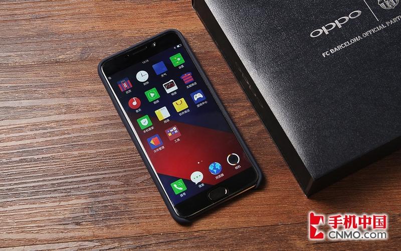 手机图片  5/15 oppo r9巴萨定制版采用纯黑前面板设计,边框依旧很窄