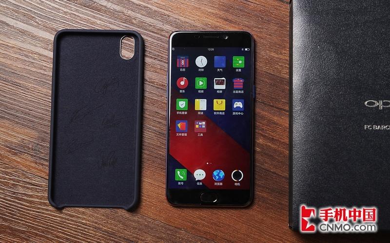 手机图片  12/15 oppo  r9巴萨定制版采用纯黑前面板设计,边框依旧很