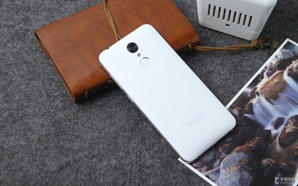 安卓小苹果 颜值佳作360手机f4现货599第2张图
