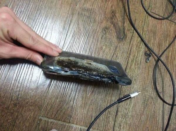 三星Note7充电时爆炸 这毁坏程度真吓人第4张图