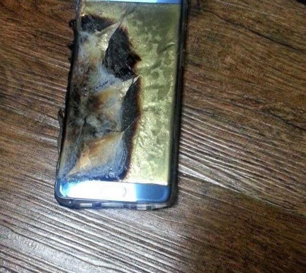 三星Note7充电时爆炸 这毁坏程度真吓人第1张图
