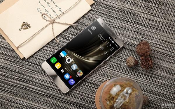 大气外形性能强 华硕ZenFone 3尊爵上市第1张图