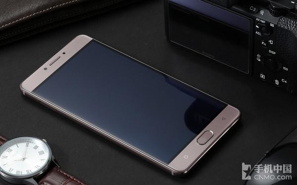金立M6   如今的手机承载了越来越多的用户信息,而且随着移动支付的普及,用户对手机安全的需要也越来越强,金立准确的把握住了这一痛点顺应市场变化推出了主打安全的金立M6/M6 Plus,正是因为有了在安全和续航的双管齐下,才有了目标人群政商人士对金立智能手机的认可。