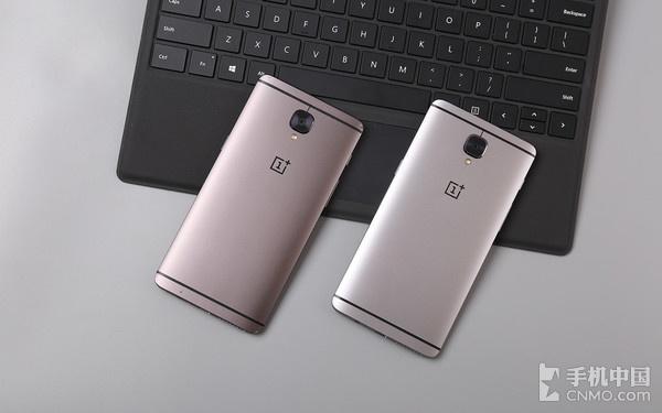 一加手机3T与一加手机3(右)