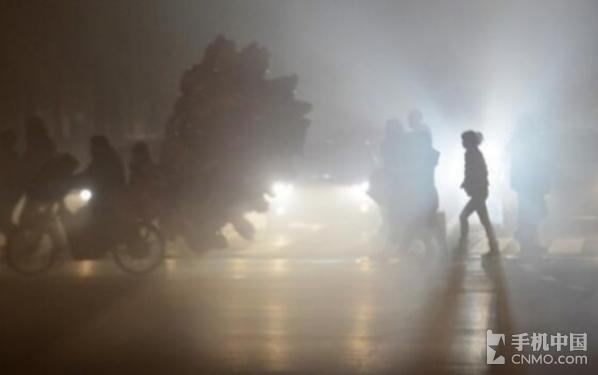 雾霾侵袭京城 Moto来呵护心中的圣诞树