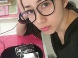 女版林志颖 韩雪自己动手换iPhone屏幕