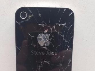 疯了吗?这台摔碎的iPhone 4s标价103万