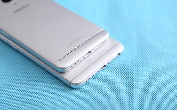 魅蓝5s耳机孔位于顶部