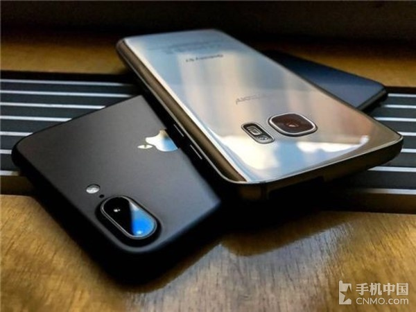 三星S7 edge和iPhone 7 Plus