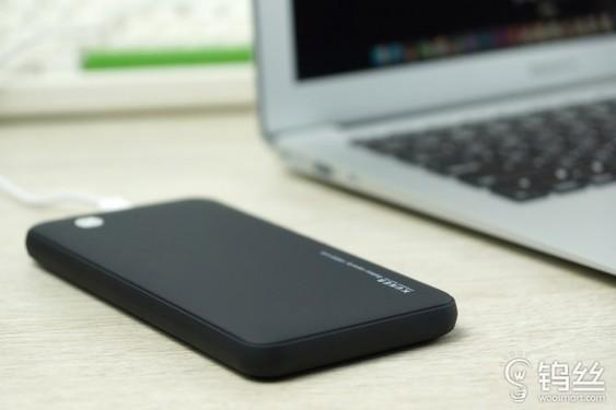 漂亮!酷能量智能移动电源黑色款开售