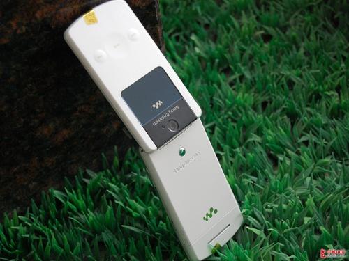 时尚翻盖音乐手机 索爱W508价格仅300元