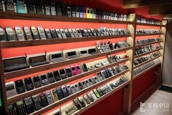 搞机大神!90后小伙收藏超3500台手机