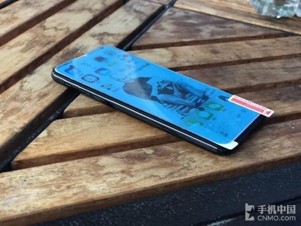 iPhone 8贴膜曝光