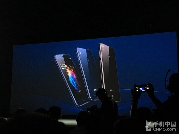 360手机N5s发布 前置双摄6+64GB售价1699元
