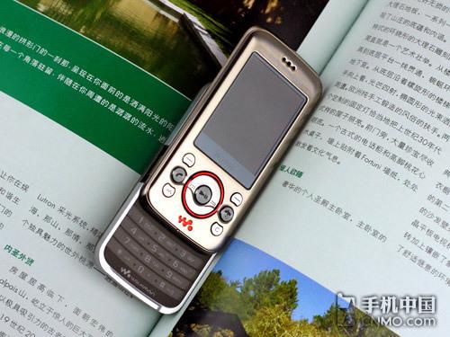 超炫金属音乐手机 索爱W395c价格仅270元