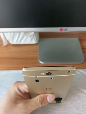被砍旗舰现身 微软Lumia 960标价9999元