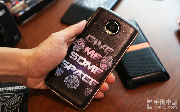 "Moto Z2 Play首发评测:""玩""出个态度"