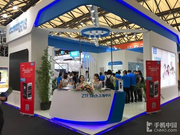 上海中兴MWC展台