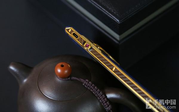 8848钛金手机M4手机侧键设计
