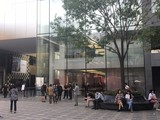 iPhone 8开售遇冷 用户大赞天猫发货迅速
