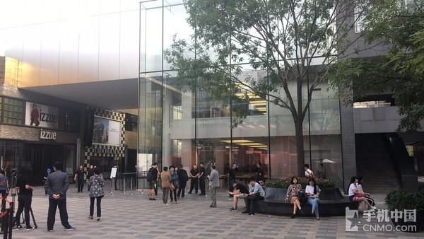iPhone 8/8 Plus首发日北京三里屯店的惨淡景象
