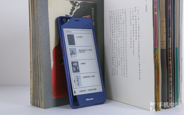 背部显示书架时与常见的阅读器无异