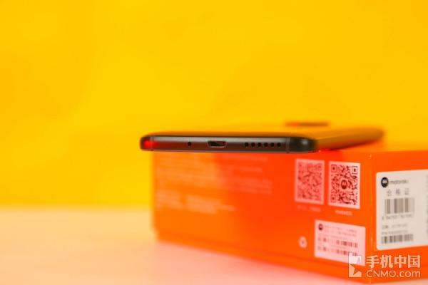 moto青柚的侧边流线型设计