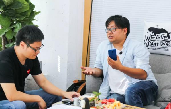 李楠接受媒体采访(图片来自网络)