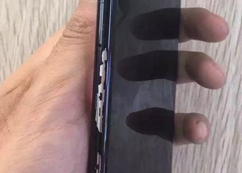 iPhone X掉漆愈演愈烈?手机变成刮刮乐