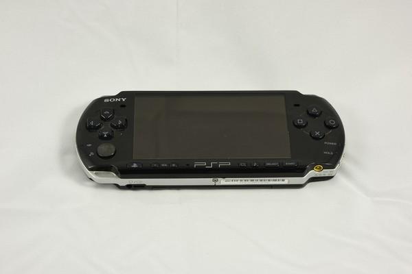 曾经火爆的PSP掌上游戏机